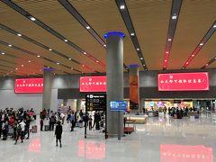 4時間45分のフライトを経てたどり着いたセブ・マクタン空港。 国際線は、こちらの新ターミナル2に発着します。広くて、わかりやすくて、綺麗!トイレも中部空港より綺麗でした。