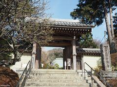 浄妙寺 総門  鶴岡八幡宮から浄妙寺までは少し距離がありますが歩きました。 この日の花散歩で一番期待していたのはこちらです。