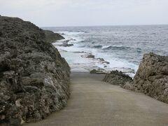 岩盤をくり抜いたプールがもう一つ  こちらは海軍棒プールより浅いそう