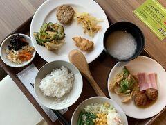 石垣島アートホテルの朝ごはん。 種類も豊富なブッフェでした。 沖縄らしいおかずもたくさんあります! ツアー客が多いので、時間をずらして利用しました。