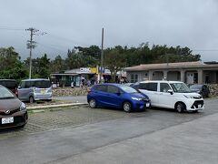 ランチの後は、ドライブ! 川平湾にやって来ました! 駐車場に停めます。
