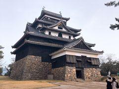国宝 松江城 5階建てで登りごたえがありました 城内にはいくつも展示品があり、十分見る価値がありました!