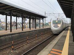 Hotelをチェックアウトし、Taxiで20分の加賀温泉駅へ   昨日の加賀温泉到着時は 駅からHotelの送迎車が利用できたのですが、 チェックアウト時は 一番早い送りが9:30でしたので Taxiを呼んで頂きましたが、3,700円のタクシー料金は ちょっと無駄かなぁ?って思ってしまいました。  加賀温泉駅から 9:36発の しらさぎ51号に乗車します。