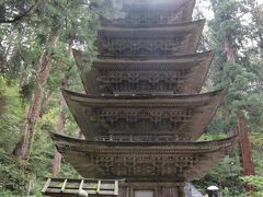 国宝の五重塔。 東北地方の最古の塔で、約600年前に再建されたと言われています。 訪問した際、150年ぶりに扉が開かれ、中に入ることができる特別拝観をやっていました。