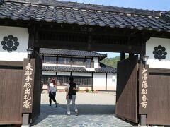 戸沢藩船番所。 最初はこちらで昼食をとろうと思いましたが、わたしたちより先に団体さんが入店してしまい・・・。 時間がかかるとのことでやめました。