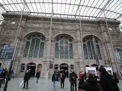 ストラスブール駅(Gare de Strasbourg). 今回の旅の拠点のカールスルーエ中央駅からは40分~1時間くらいで行けます. 古い駅舎を包み込むように新しいガラスの駅舎があります.