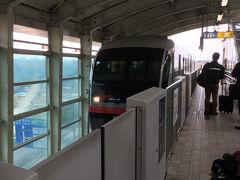 那覇空港からゆいレールに乗って国際通りへ行きます