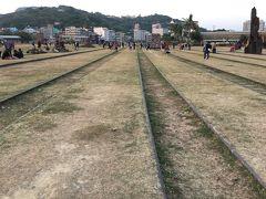そして今は廃線・廃駅となり公園となっている高雄港線・高雄港駅跡の横を走ります。  そこから鼓山路をひたすら蓮池潭まで北上します。
