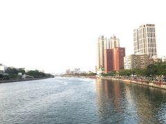 五福路を西へ進むと、高雄のアイコン愛河を渡ります。