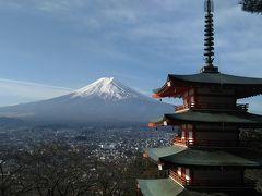 富士吉田の忠霊塔と富士山。 ここまで398段の階段を登ります。 なのに2回連続富士山見えず。 3回目はもう足が・・・ただ最高の五重の塔と富士山が綺麗に見えました。