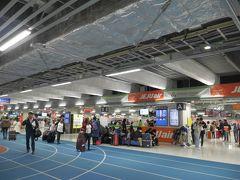 2/20(水)午前8時すぎ、成田空港第3ターミナルに到着。