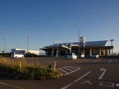 道を折り返し、北東に向かう途中に奥尻空港がある。函館からだと30分程で着くらしい。