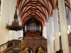 トーマス教会ではたまたま少年合唱隊の歌声を聴くことができた。