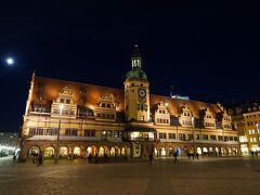 旧市庁舎も夜が美しい。