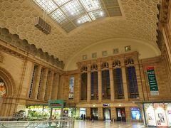 中央駅はほんとでかいし、東欧の香りも少しだけ残っている。
