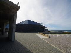 一気に南下して11時前に奥尻島津波館に到着。