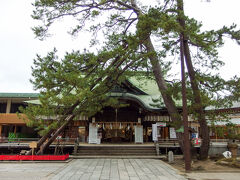 白山神社。 御朱印を書いていただいている間にぐるぐる。 今年は新潟港開港150周年とかで特別の御朱印がありました。 白山神社に向かう鳥居がいっぱいありました。