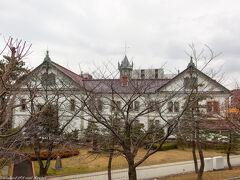 白山公園内から新潟県政記念館。