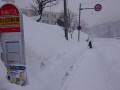 14:45 朝里川温泉に到着。吹雪になっていました。