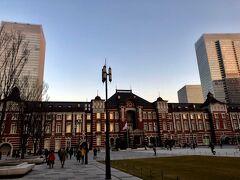 東京駅にも夕日が当たって綺麗