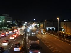 ホテル前の歩道橋より。 最寄駅はニューシャトルの吉野原駅。新幹線があっという間に走り抜ける。
