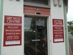 町中心部にあったアールデコセンターです。アールデコ関連のお土産品やパネル展示がありました。アールデコ・ガイドツアーも扱っていました。