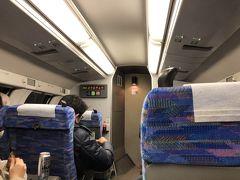 東京駅で新幹線から成田空港行きの快速に乗車。 普通車グリーン席乗りましたが、21時過ぎでも結構混んでいました。それでも千葉を過ぎると急速に乗客も減り、成田駅でほとんどの方が降りたような気がします。