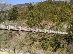 こちらが湯の華から見た吊り橋。大滝への入口です。