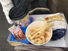BLTバーガー、フレンチフライ、ソフトドリンク(紅茶)のスペシャルセット990円。  バーガーのベーコンはハムっぽくてイマイチでしたが、パティは手ごね風で美味しくいただきました(^人^)  食べては進み、進んでは食べて…だったので、バーガーの写真撮り損ねました(^_^;)