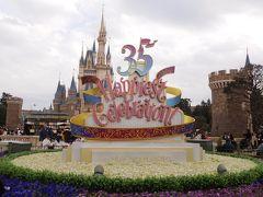 花壇のお花も植え替えられて春らしい色合いになっていたのでパチリ☆  もうすぐ35周年イベントも終わりますね。。。(´・_・`)