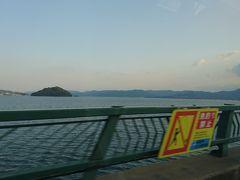 空港への橋を渡って空港までやってきました。