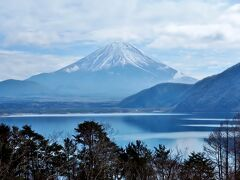 本栖湖。 彼女は富山県に三年在留してたので富士山見るのは初めてです。