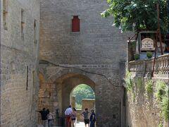 """「オード門」""""Porte d'Aude""""  ナルボンヌ門とこのオード門の二カ所がシテへの入口です。"""