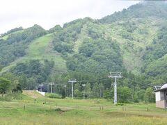 翌朝は良いお天気でした。 朝食のあと、スキーコースを見に行きました。