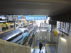 渋谷に来ました 渋谷は電車に乗ってよく通っていますが、久しぶりに降りてみると着々と再開発工事が進んでいることに驚かされます  まず気づいたのが埼京線・湘南新宿ラインのホームです かつては山手線のホームの位置から南にあり、従来の改札からかなり距離がありましたが、いつの間にやら埼京線・湘南新宿ラインのホームは山手線ホームの北端に近い位置まで延伸していました(停車位置はまだ従来のままでしたが)