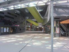 「渋谷ストリーム」 東横線渋谷駅ホーム跡に2018年9月13日に開業したばかり。高さ180m、地上35階地下4階の渋谷の新名所となっています