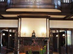 山手111番館 1Fホールの飾りつけ  桃の節句装飾 ひな祭りのテーブル 開催期間:3/ 2(土)~3/10(日) かわいいお雛様の貝合わせをお楽しみください。 ひとつひとつ手描きしています。 ◆装飾:ポーセリン・アート(J.P.P.A.会員)