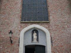ベギン会修道院の「聖エリザベト教会」  中庭に面して建っている教会。 祈りを捧げているの時間なのでカメラはNGと言われたので写真はない。