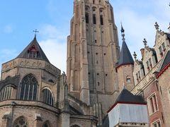 「聖母大聖堂(聖母教会)」 13世紀に建てられたゴシック様式の教会。 122mの高さの尖塔は、ヨーロッパで最も高いレンガ建築だそう。