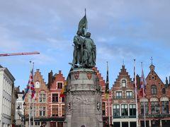 「マルクト広場」  「ヨーロッパで5指に入る美しい広場」として紹介されてるとか。 広場の中心には、フランダース地方の英雄ヤン・ブライデルとピーター・デ・コーニンクの銅像。 この二人がブルージュ市民を率いて、フランスの圧政に立ち向かったそう。