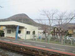 国分駅 通過。