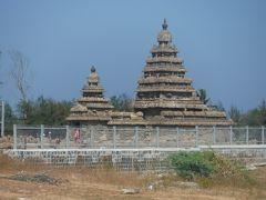 海岸方向に歩き、海岸寺院に行ってみました。海岸に向かうテンプルロードからの寺院です。