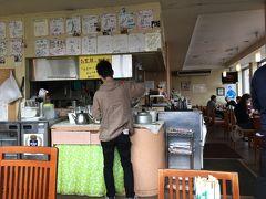 那覇空港から送迎車でABCレンタカーに移動、Tさん、S君と合流して、車をレンタル(2日間2,800円+ガソリン代) どこかで食事でもと「軽食のお店ルビー」へ