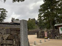 松江しんじ湖温泉駅から歩いて20分・・・ ちょっと遠かったけど、国宝・松江城にやってきました。