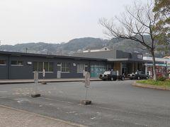 小倉バスセンターから西鉄バスで若松駅前まで来ました。観光マップなど無いかと思い立ち寄ってみたのですが見当たりません。お昼時なので駅構内の立ち食い蕎麦屋さんが繁盛していました。