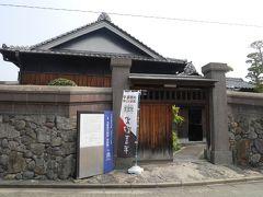 若松に来てまず先に訪れたのは火野葦平旧居・河伯洞です。作家火野葦平さんの作品を一度も読んだことはありませんが、ここは昭和初期の住宅がほとんど手を入れない状態で残されていて、無料で見学できるのです。