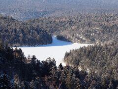 双湖台。  展望所は除雪されていませんでしたが、道路脇から撮影。