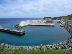 11:57 「南大東漁港」です。 「だいとう」が接岸する、西港・北港は太平洋に剥き出しの岸壁があるだけなのですが、この港は島をくりぬいて作り上げたと言う前代未聞な港なんです。