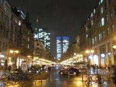カイザー通りを歩いてレーマー広場へ向かいます。