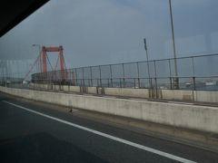 バスで若戸大橋を渡ります。